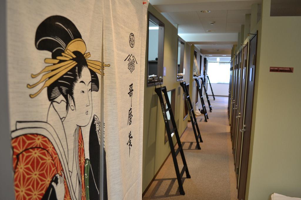 Tokyo ¥1980 Hotel capsule room corridor